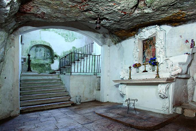 chiesa madonna della grotta, puglia vacanze